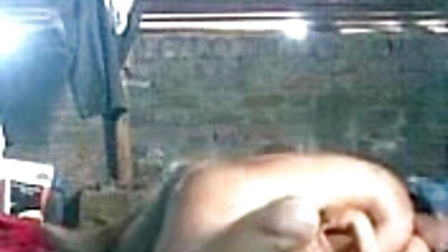 પુખ્ત અને તેમના યુવાન સનીલીયોન ના સેકસી બીપી વીડીયો પ્રેમિકા