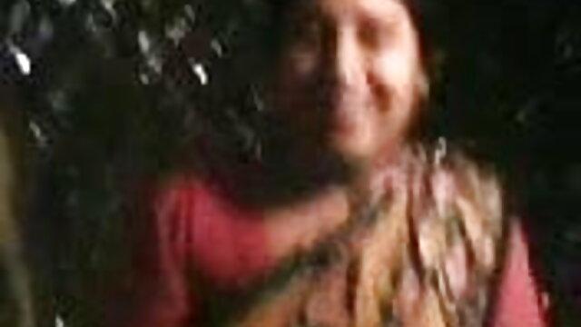સેક્સ બીપી સેકસી વીડીયો ફૂલ એચડી એક યુવાન દંપતિ બાથરૂમમાં