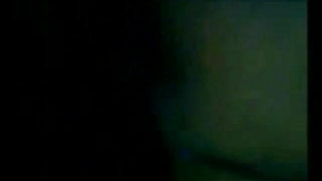 મમ્મી મારે તને ચોદવિ છે વીડીયો સેકસી બીપી સોફિયા Delane rubs તેના વશીકરણ ઢોળ